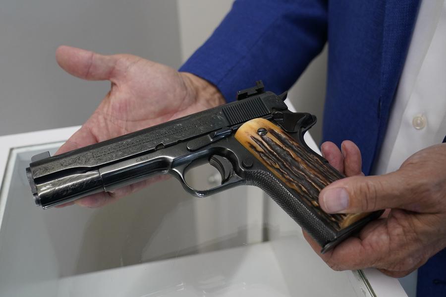 Zbraň patrila Al Caponemu.