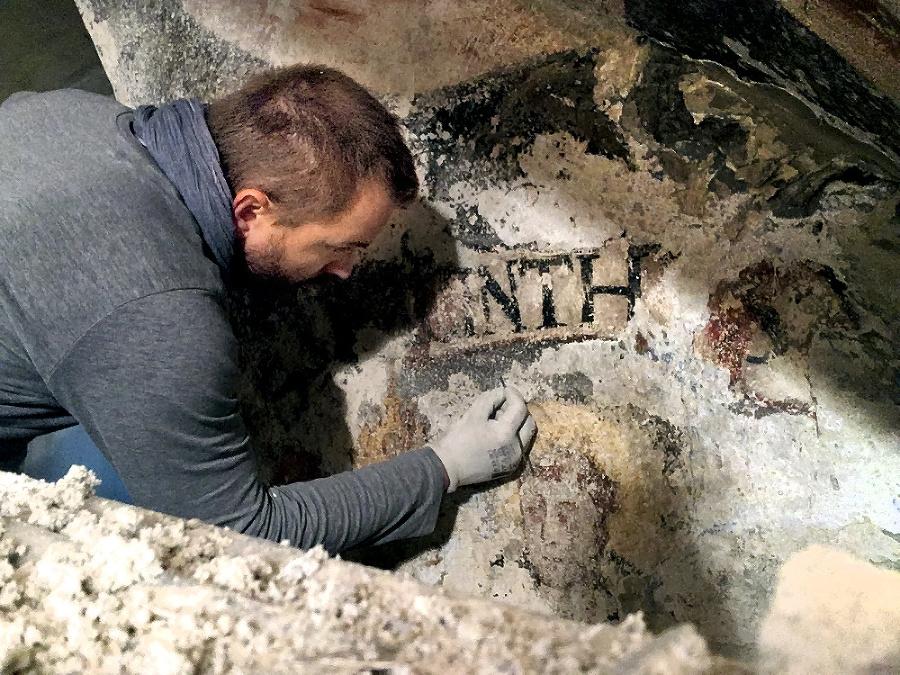 Fresky boli ukryté pod vrstvami farieb.