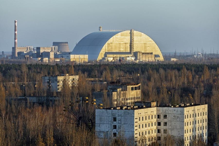 Ochranný kryt nad reaktorom: