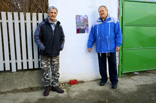 Bezdomovec Ibrahim (vľavo) dostal