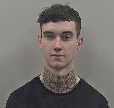 23-ročný Harrison Davies okrádal
