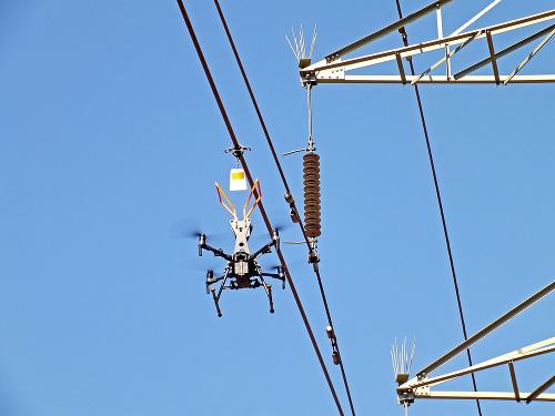 Dron vyniesol do výšky