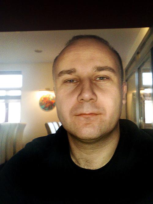Zoltán Andruskó, sprostredkovateľ.