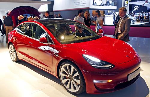 Tesla: Z vlastnej automobilky