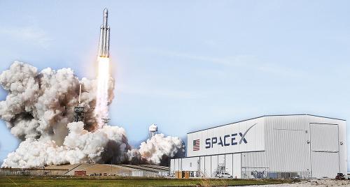 Falcon: Spoločnosť SpaceX úspešne