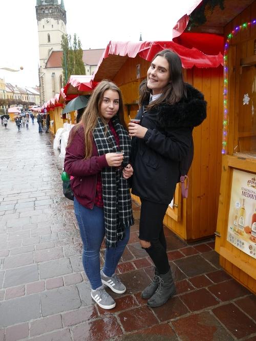 Daniela Mokrolúska (16, vľavo)