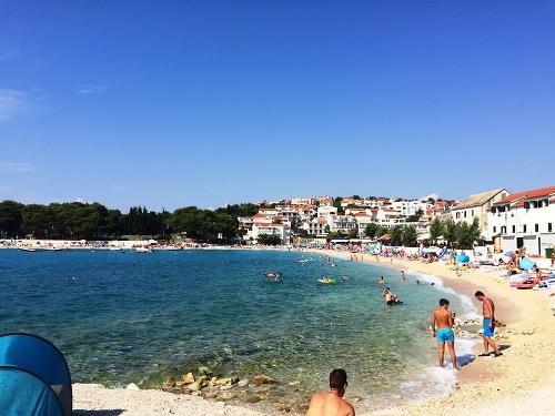 Pláže boli štrkovité, miestami