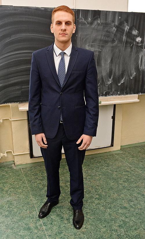 Adam Olšinár (19), pilot.