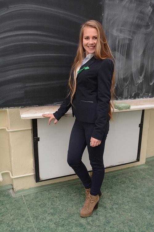 Natália Šimková (18), letuška.