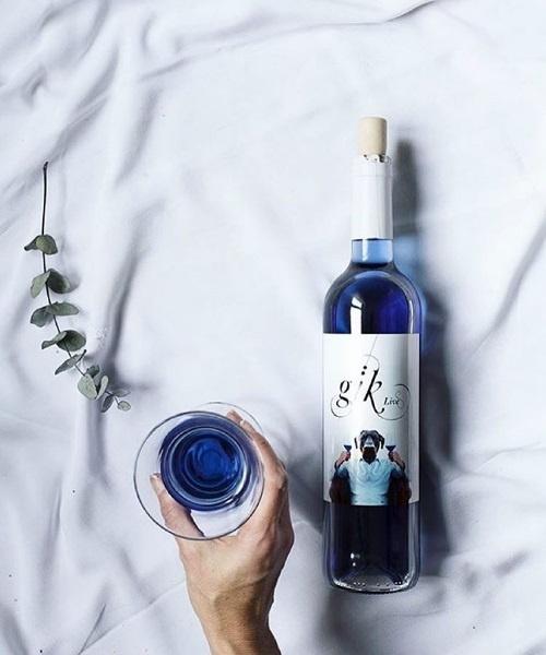 Španieli vyrobili modré víno.
