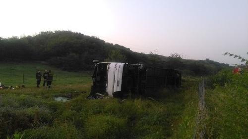 Nehodu slovenského autobusu neprežilo