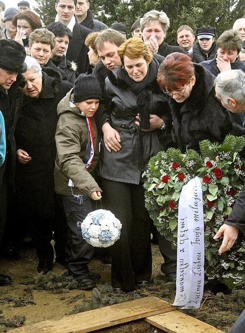 Pohreb milovaného otca niesol