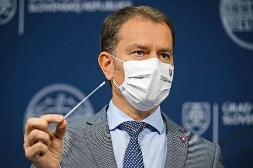 Premiér tvrdí, že zdravotníkov