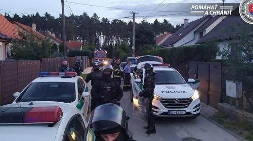 Na miesto dorazili policajti,