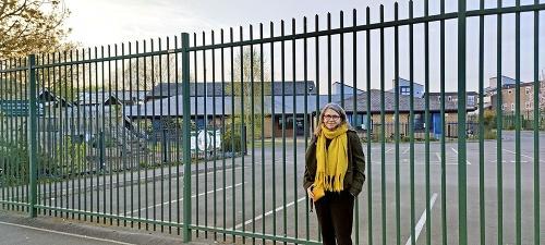 Škola v Newporte: Tu