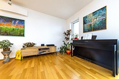 V obývačke nechýba klavír
