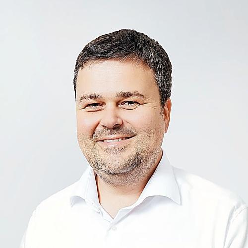 Peter Helexa, Inštitút stredoeurópskych