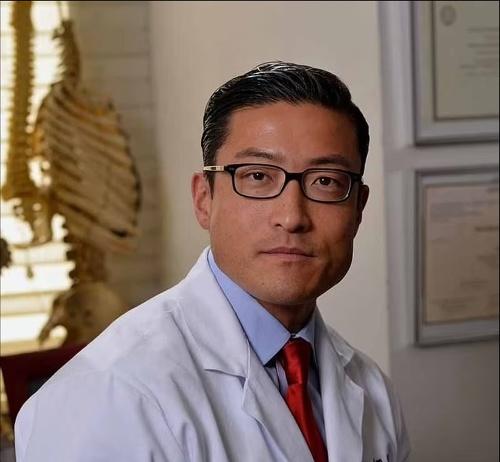 Doktor Han Jo Kim.
