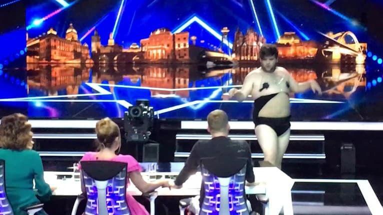 Muž roztiahol nohy pred porotcami Talentu: Pohľad na to, ako vystúpenie skončilo, nezvládne každý