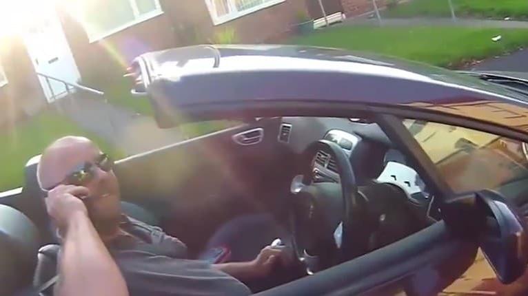 Motorkár berie zákony vážne: Neuveriteľné, ako zareagoval na šoféra, ktorý telefonoval pri jazdení
