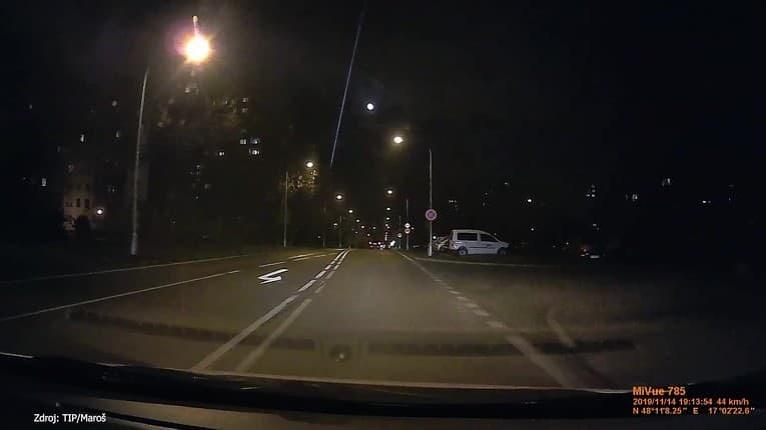 Maroš nakrútil záhadný úkaz v bratislavskej Dúbravke: Nočnú oblohu preťal silný lúč!