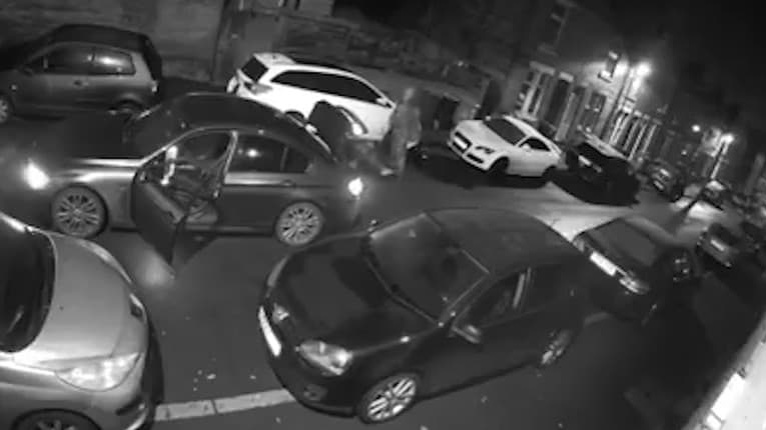 Neuveriteľná krádež priamo na ulici: Zlodejom stačilo obyčajných 60 sekúnd na poriadny úlovok