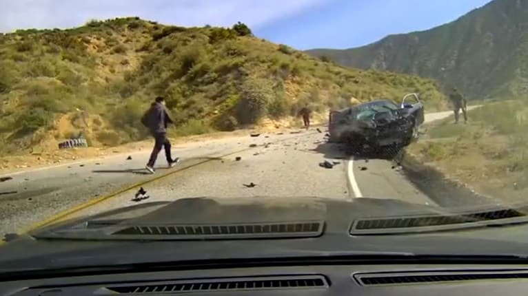 Tragédia na horskej ceste: Študenti zrazili motocyklistu, zábery z jeho kamery sú masaker