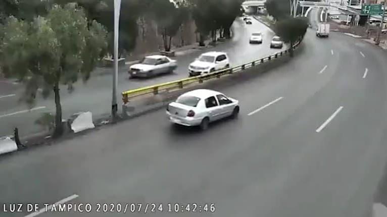 Desivé momenty, ktoré by nechcel zažiť žiadny rodič: Chlapec vyletel z auta počas jazdy