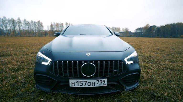 Chlapi, radšej zatvorte oči! Ruský youtuber si kúpil drahé auto, stále sa kazilo a servis nekonal: Krutá pomsta