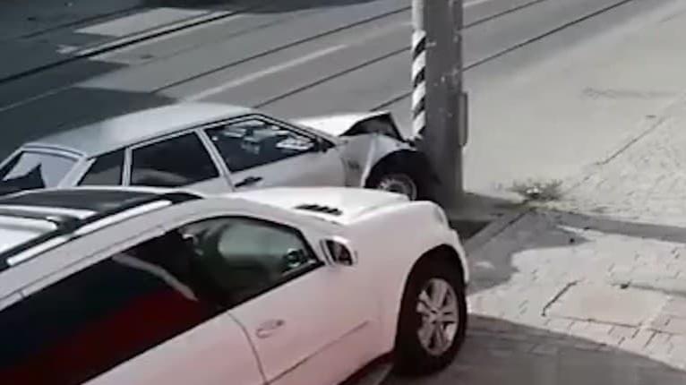 Najhorší automechanik na svete: Nabúral vlastné auto a to nebolo všetko! Nepochopíte, čo urobil