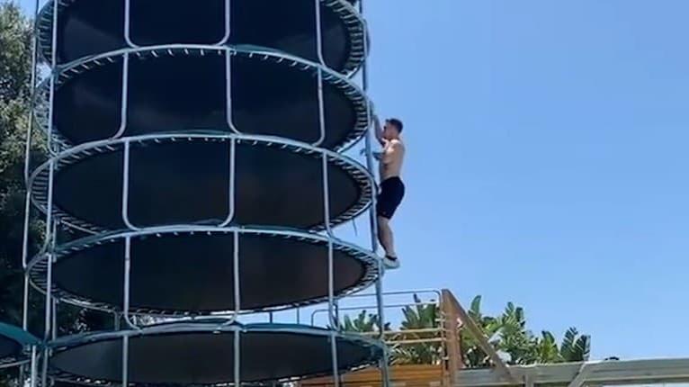 Totálni šialenci si dávajú stávky o prežitie: Na takýto skok do bazéna treba poriadnu dávku odvahy