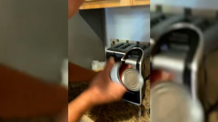 Mladík chcel bratovi ukázať, že od neho darovaný otvárač na konzervy nefunguje: Dobehol sám seba
