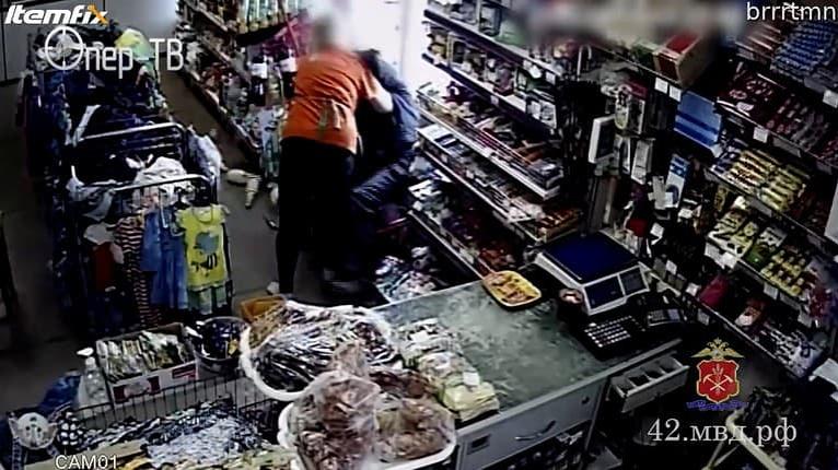 Bola na to sama! Zlodej napadol predavačku s nožom v ruke: Situácia sa rýchlo zvrtla