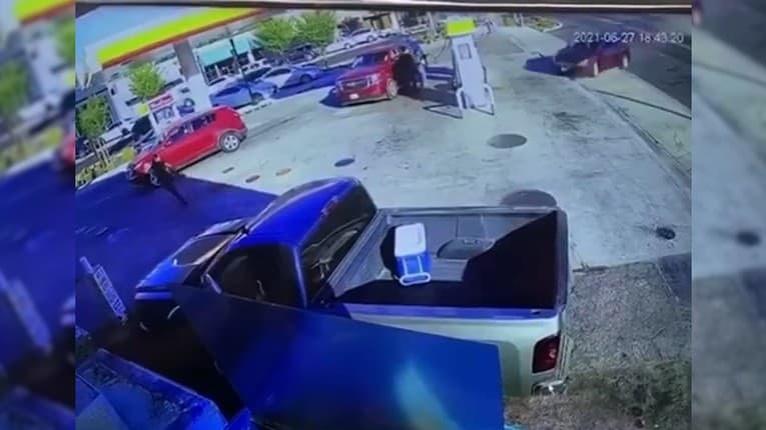 Pumpa sa razom zmenila na žeravé peklo: Kam sa pozeral vodič, keď do nej narazil?