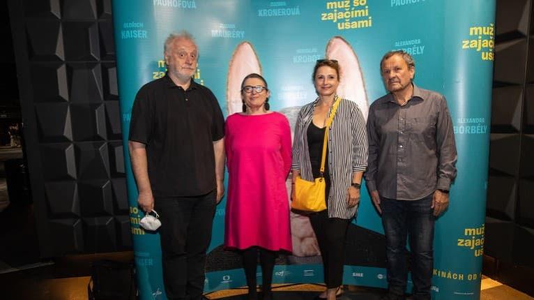 Celebrity na premiére filmu Muž so zajačími ušami: Odpovedali na poriadne záludnú otázku