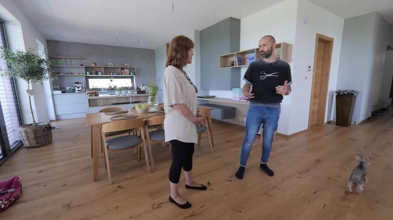 Na návšteve u speváka Roba Opatovského: Jeho nový dom vás ohúri, pozrite sa na ten priestor