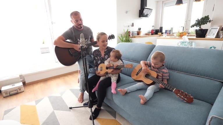 Na návšteve u Bugalovcov: Čo sa herečke a hudobníkovi podarilo vykúzliť z menšieho bytu, je zázrak