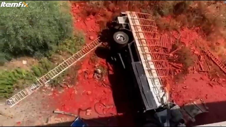 Prvý pohľad na haváriu náklaďáku bol hrôzostrašný: Kde sa vzalo toľko krvi?