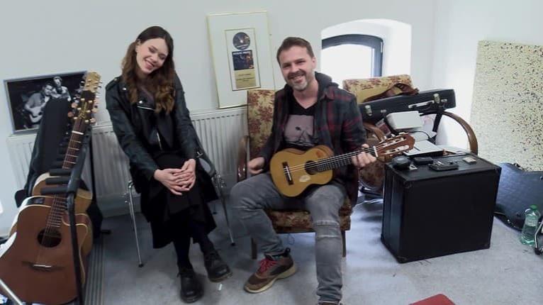 Peter Bič je hrdým majiteľom 36 gitár: Vtipný dôvod, prečo jeden nástroj obchádza oblúkom