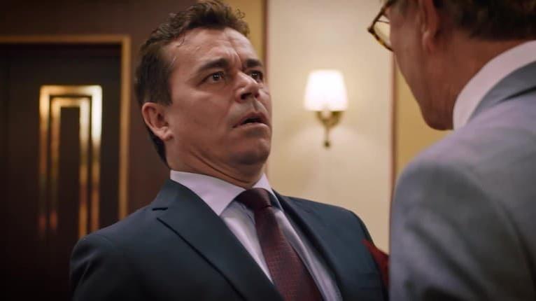 Boris Farkaš sa blysol v seriáli Delukse: Na otravnom riaditeľovi nenechal nitku suchú