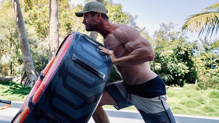 Sexsymbol Chris Hemsworth na sebe maká čoraz viac: Svalnatým telom ohúri nejednu ženu