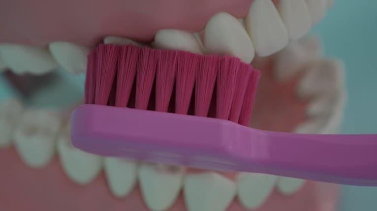 Odborníčka radí: Zubná kefka a pasta nestačia! Čo všetko má vplyv na zdravý chrup?