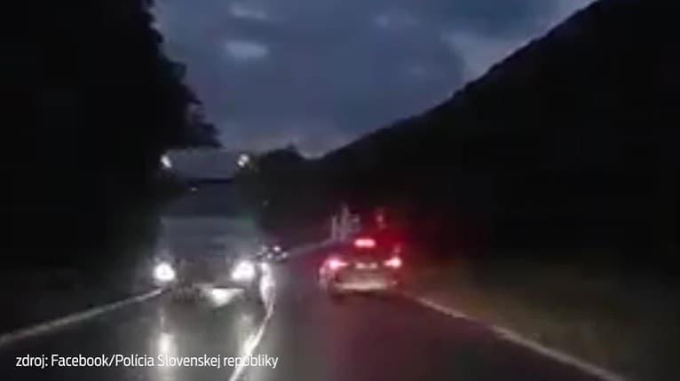 Za volant by už nikdy nemali sadnúť: Kamióny v protismere ani nepribrzdili!