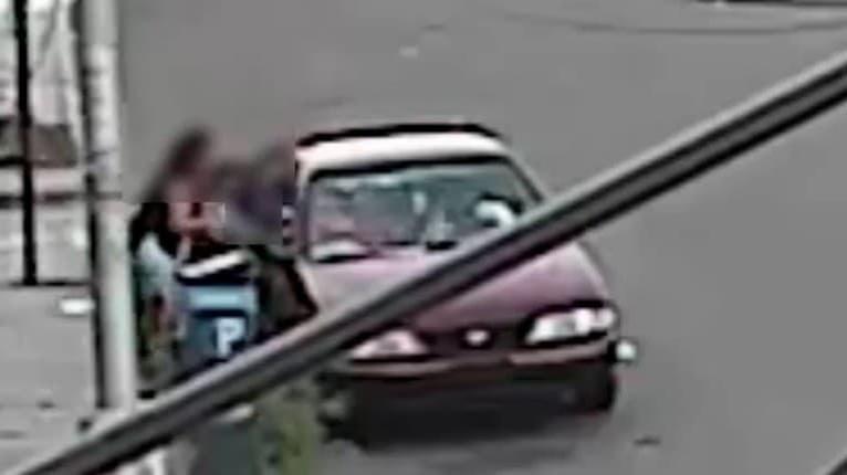 5-ročný chlapec si prešiel peklom: Matka ho musela cez okno ťahať z auta únoscu