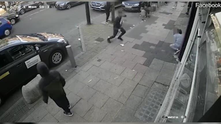 Scéna ako z hororu, masaker priamo na ulici: Muža napadol útočník s mačetou