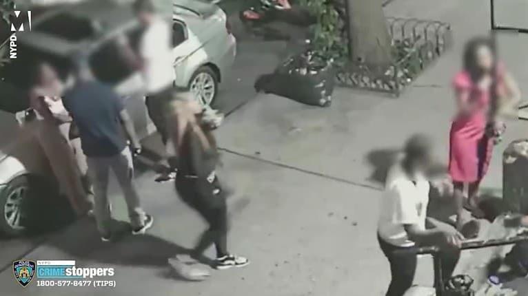 Z tohto videa behá mráz po chrbte! Útočníčka strelila do hlavy žene uprostred newyorskej ulice