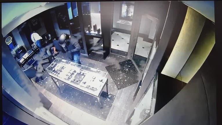 Krádež luxusných hodiniek za 350-tisíc v centre Bratislavy: Hrozivé video z miesta činu!