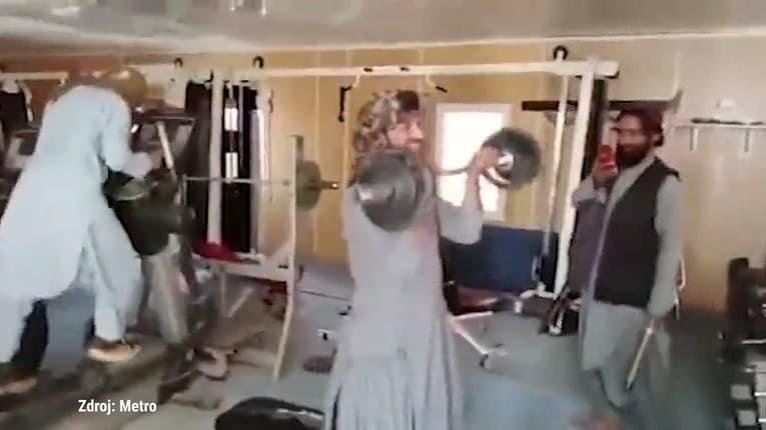 Je toto možné? Talibanskí militanti sa takto producírujú v prezidentskom paláci v Kábule