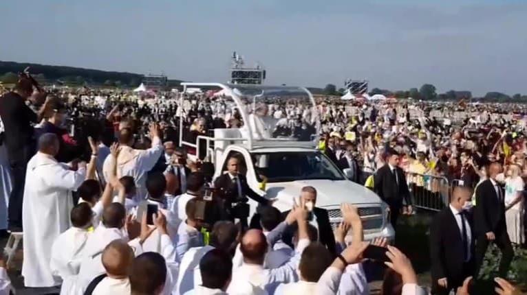 Je to tu! Svätý Otec prišiel do Šaštína: Pozdravil a požehnal všetkých pútnikov