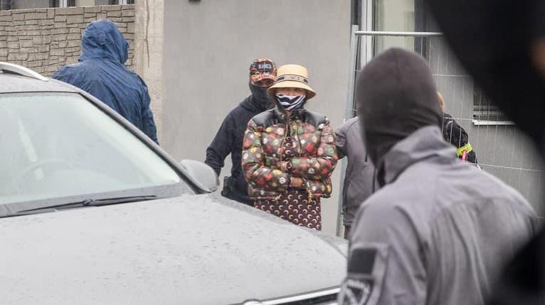 Plačková pred zadržaním: Pochválila sa luxusným domom, na druhý deň tam nabehli kukláči!